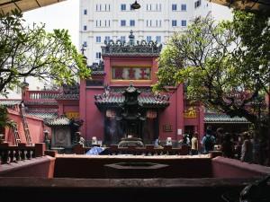 Jade-Emperor-Pagoda-in-Ho-Chi-Minh-City-000028481022_Double