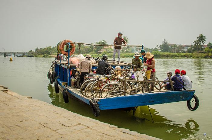bigstock-Crowded-ferry-transports-peopl-84591782_web