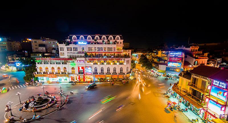 hanoi-guide-city-night-i523822714